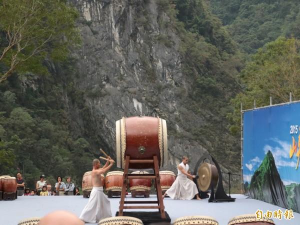 圖為優人神鼓日前受邀到太魯閣峽谷音樂節演出。(資料照,記者王錦義攝)