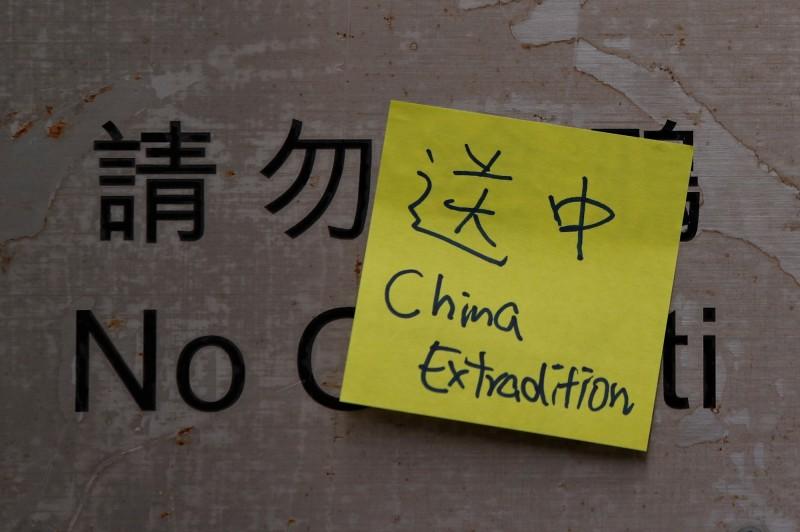 香港油尖旺區議會11日下午舉行大會,大會主席葉傲冬會前否決討論「送中條例」修訂案,並聲稱反送中的一連串事件源自台灣殺人案。圖僅示意。(路透)