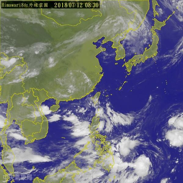 吳德榮指出,各國預測模式皆模擬出2、3天後在菲律賓東方海面及南海都有熱帶擾動發展跡象,發展成颱的機率不小。(圖擷取自中央氣象局)