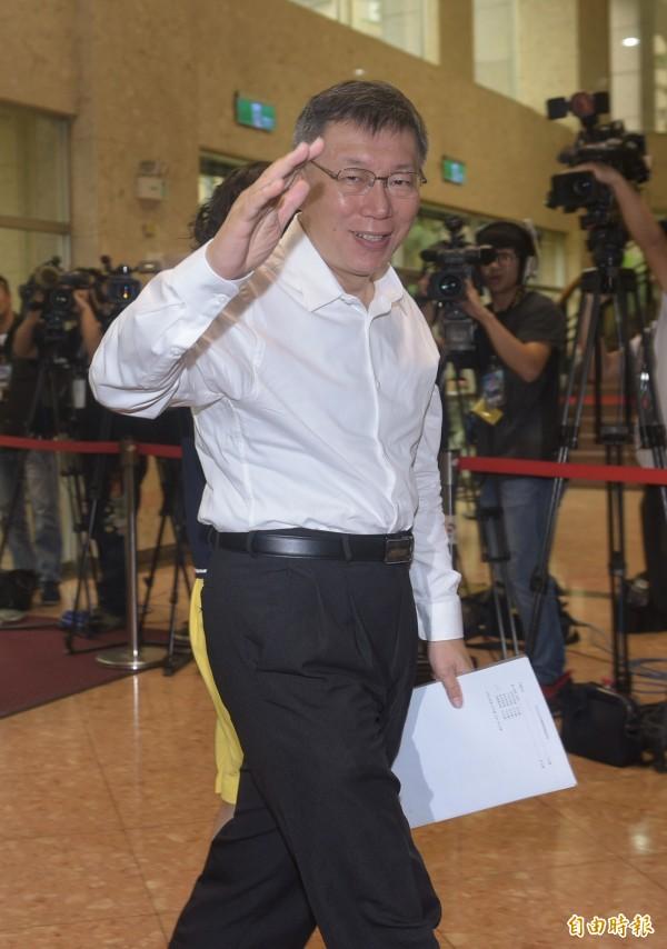 無黨籍候選人李錫錕在交叉詰問的環節中,瞄準台北市長柯文哲器官捐贈疑慮提問,柯文哲說,到底大家打的是柯文哲還是台大醫院,犯了根本上的戰略錯誤。(記者張嘉明攝)