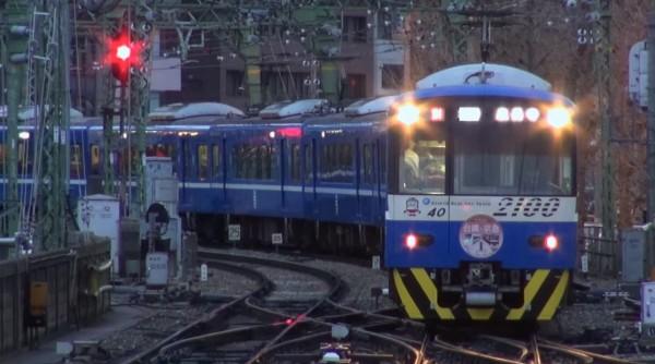 京急電鐵近日將一列運行於羽田機場線的2100型電車改造為台鐵「普快車」的塗裝。(圖片擷取自YouTube)