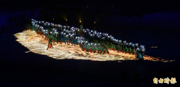 世大運開幕表演排出台灣的形狀。(資料照,記者林正堃攝)