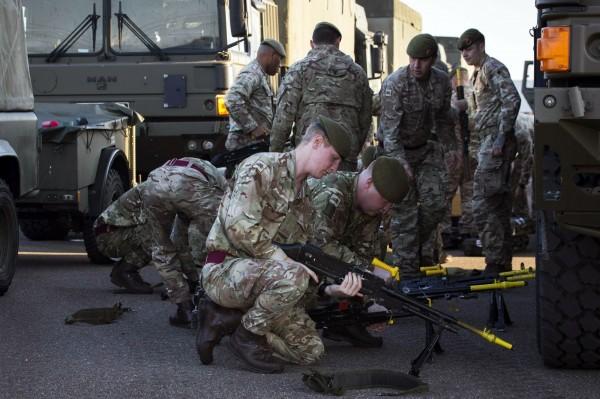 英國一份國防報告指出,未來「機器人」及「強化人」部隊恐會取代一般軍隊來執行戰爭。(歐新社)