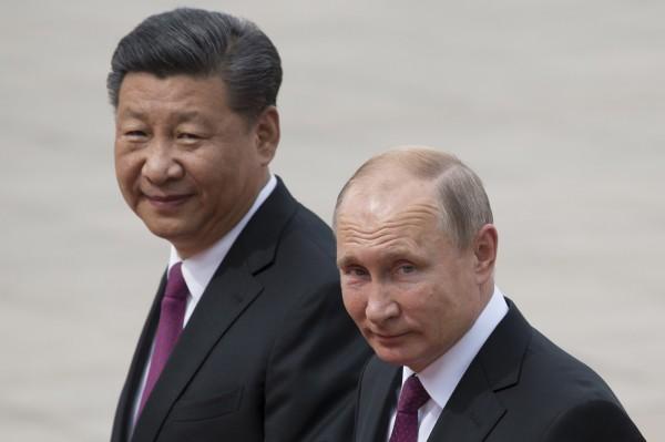 中國上海造船廠憂心受到美國制裁,不願修理俄國哈德遜公司的船隻。圖為中國領導人習近平與俄羅斯總統普廷。(美聯社)