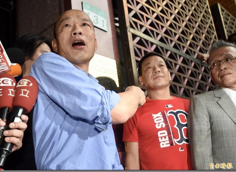 不滿爆料,韓國瑜今下午從高雄北上親赴北檢提告吳子嘉。(記者簡榮豐攝)