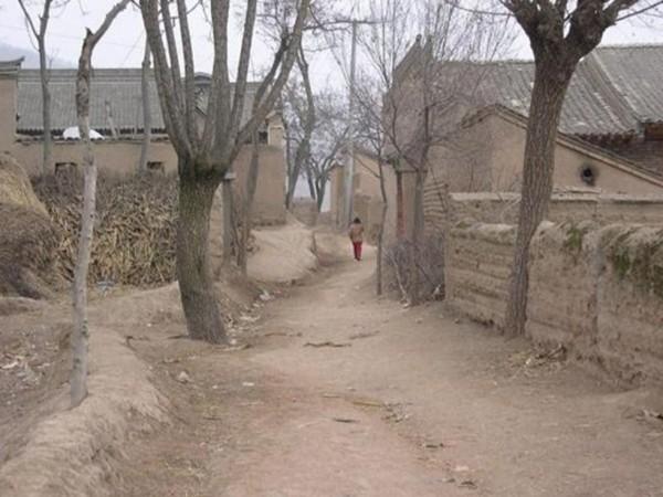 中國近40年的一胎化政策,徹底破壞大家庭結構。(擷取自微博)