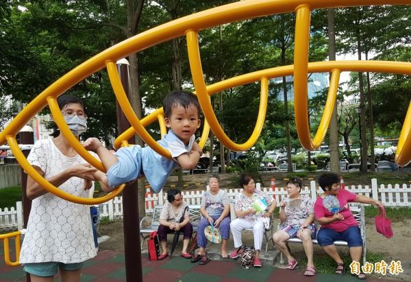 亞洲老齡化速度冠居全球,對於亞洲國家醫療體系、企業及家庭形成龐大的負擔,台灣也將邁入「高齡社會」。(資料照,記者劉信德攝)