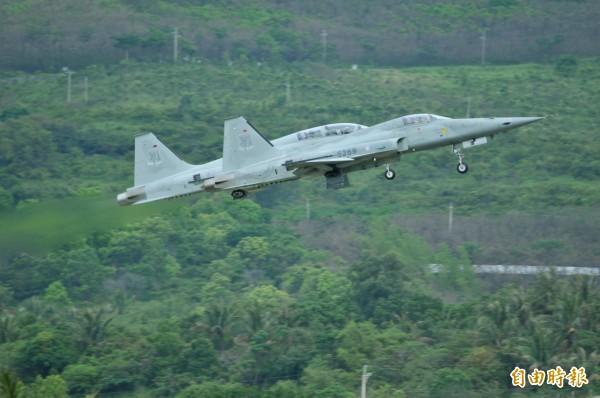 台東志航基地2架F-5戰機在落地同時皆發生爆胎意外。圖為示意圖,非事故機。(資料照)