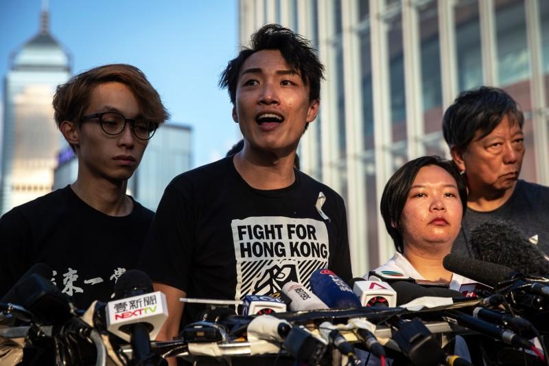 香港民間人權陣線召集人岑子杰(中)。(歐新社)