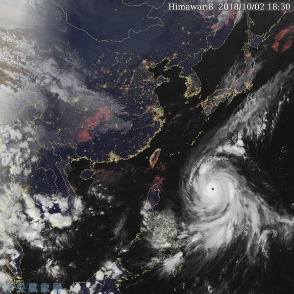 2018年第25號颱風康芮(Kong-rey)被美國氣象專家形容為「強而有力的」。(圖擷自中央氣象局)