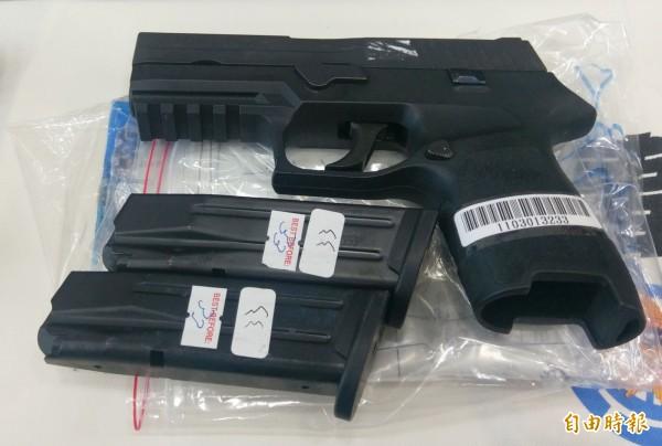 槍界勞斯萊斯Sig Sauer手槍。(記者林正堃攝)