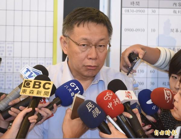 世大運贊助項目中,北市府擬開放中資贊助。對此,台北市長柯文哲今下午受訪表示,「管它是新台幣還是美金,是錢就好了。」(記者劉信德攝)