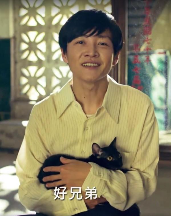 影片中主角背後的鏡子上寫著「中華民國七十年」,正是陳文成遇害的年份,(圖取自全聯全聯福利中心廣告影片)