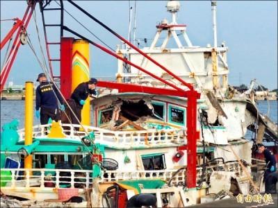 高雄籍漁船翔利昇遭海軍雄三飛彈擊穿船身,駕駛艙破了個大洞,船長當場死亡。(資料照,記者蔡清華攝)