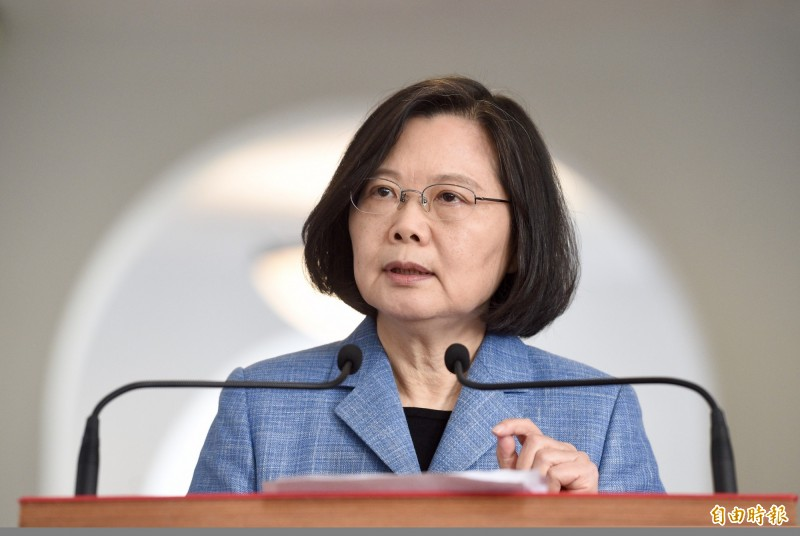 蔡英文今晚在臉書發文說,明天是台灣民主的重要時刻,「我們要讓製造假新聞的人得到警惕,我們要向全台灣的假新聞說不!」(資料照)