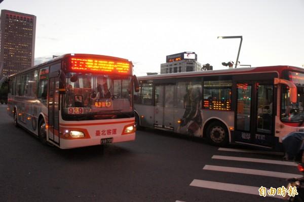北市府上午在市政會議上拍板通過,北市聯營公車將調高運價0.504元,但票價不漲。(資料照)