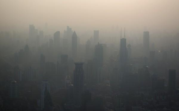 南韓害怕中國會因貿易戰放寬空污管制政策,讓南韓今年冬天的霾害比往年更為驚人。圖為中國霧霾。(法新社)