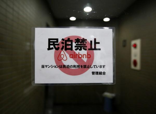 Airbnb之所以願意配合清除非法日租,是因為日本政府清楚給了「共享住宅」明確的定義,讓日租套房有法可循。(路透)