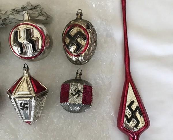 丹麥最大拍賣網站「DBA」上近期出現了許多耶誕節商品,然其中部分商品卻因印有「納粹」符號和旗幟,遭到下架。(美聯社)