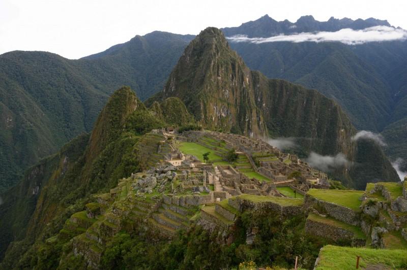 南美洲祕魯的著名遺址馬丘比丘,近日有地質學家宣稱解開其建造之謎,由於其斷層產生了大量的石材,讓古印加帝國的人能夠取得建築原料,才得以在海拔2430公尺的山脊上建造這座百年古城。(法新社)