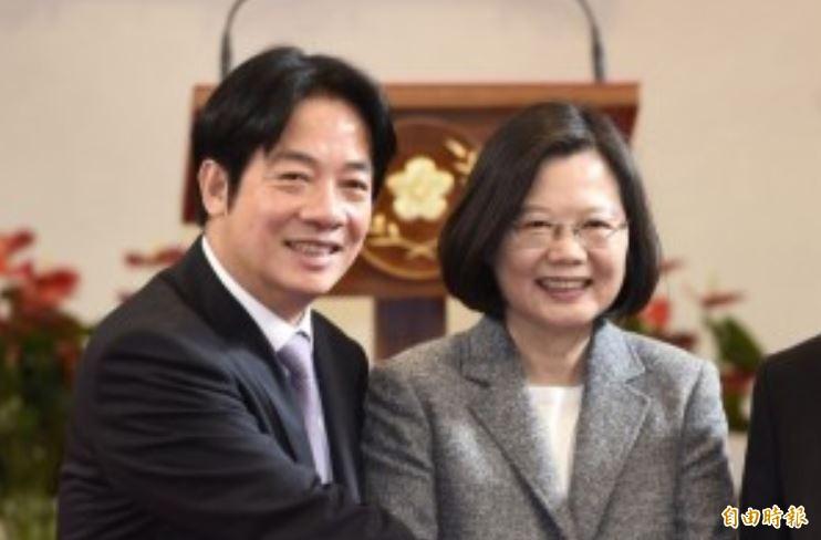 陳芳明認為,小英(右)打電話給賴清德(左)是好兆頭。(資料照)