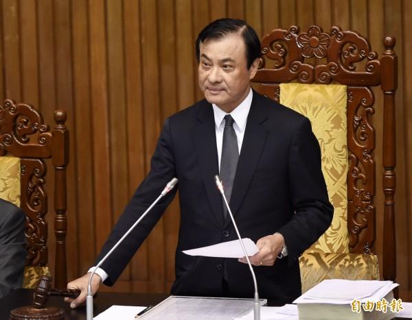 立法院臨時會10日三讀通過今年度中央政府總預算案,院長蘇嘉全敲下議事槌。(記者黃耀徵攝)