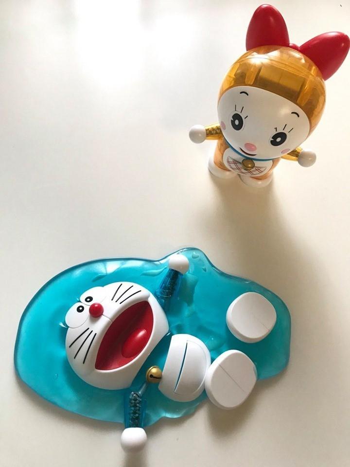 網友透過凝膠,將哆啦A夢公仔打造成「熱到融化」的樣子。(圖擷取自推特@taco_handmade)