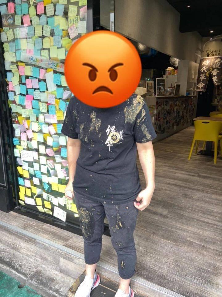 「保護傘」餐廳今天中午遭人潑糞,員工無辜遭受波及。(獨眼新聞臉書授權使用)