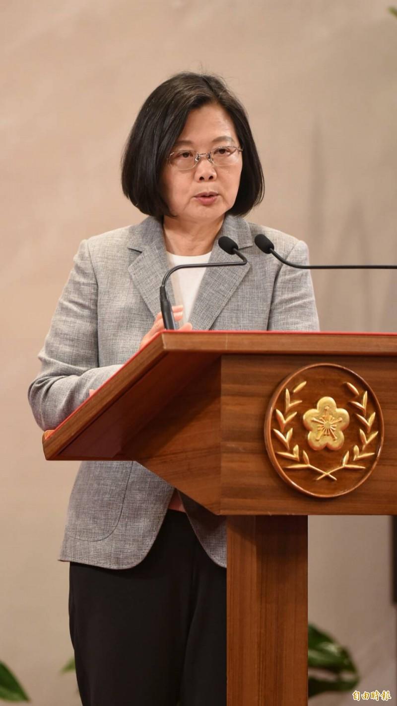 蔡英文說,如果還延續國民黨執政時把經濟鎖在中國,如今美中貿易戰下,台灣憑什麼生存?(記者劉信德攝)
