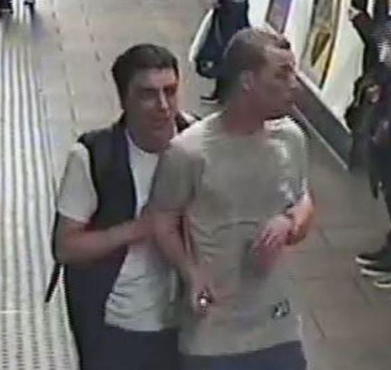 英國倫敦地鐵維多利亞線牛津圓環站列車驚傳遭人施放毒氣,警方公布2名嫌犯的照片並全面緝捕。(圖擷自BTS推特)