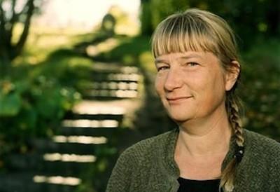 瑞典生物學家蘇珊妮(Susanne Wiigh-Mäsak)研究出「冰葬(Promession)」法,將經過冷凍、乾燥的遺體震成粉末,讓死者以有機粉末的方式回歸大自然。(擷取自Promessa官網)