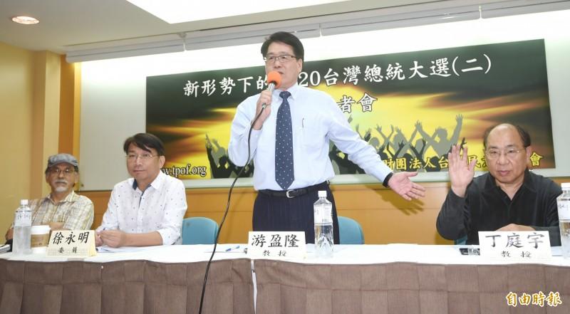 行政院長蘇貞昌上任至今已半年,最新民調顯示,在20歲以上的成年人中,有4成8的人基本上滿意蘇內閣的表現,有4成5的人不滿意。(記者方賓照攝)