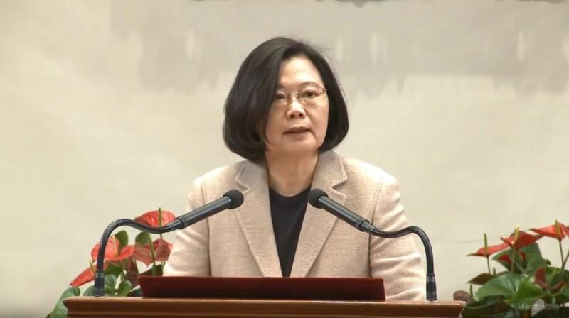 蔡英文總統今天接見「2019年亞洲華人團體會議」與會僑領及代表,她致詞表示,感謝僑界積極的貢獻服務,凝聚了僑胞支持台灣的力量,也在國民外交上做了很多的努力。(擷取自YouTube影片)