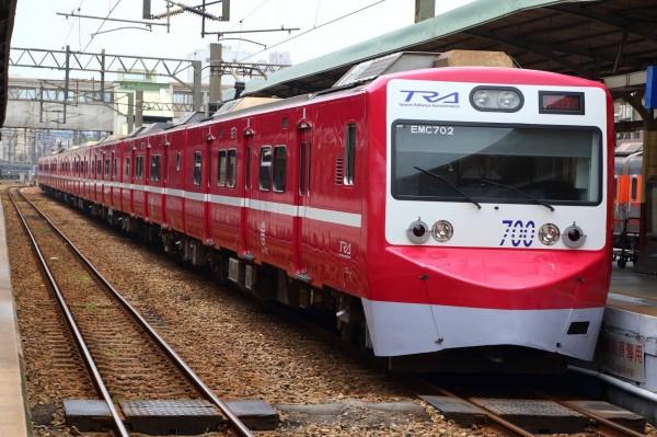 台鐵今宣布京急電鐵紅色彩繪列車將功成身退,訂於4月11日卸妝,在4月5日至9日間作最後巡禮。(圖擷自臉書粉絲團「fun臺鐵」)