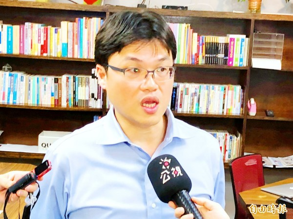 Chu Chun-chang, director-general of the Ministry of Education's Department of Higher Education, criticizes the University of Kang Ning's Tainan campus for introducing Sri Lankan students to work illegally at a slaughterhouse. Photo: CNA