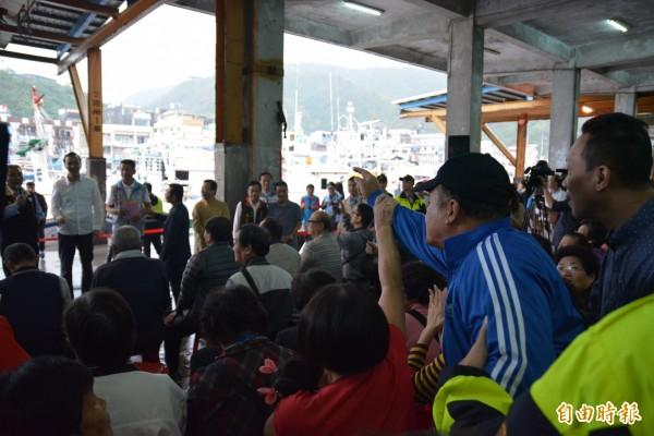 國民黨總統參選人朱立倫上週一(2日)到宜蘭南方澳聽取漁民心聲,被漁民陳情嗆聲。(資料照,記者朱則瑋攝)