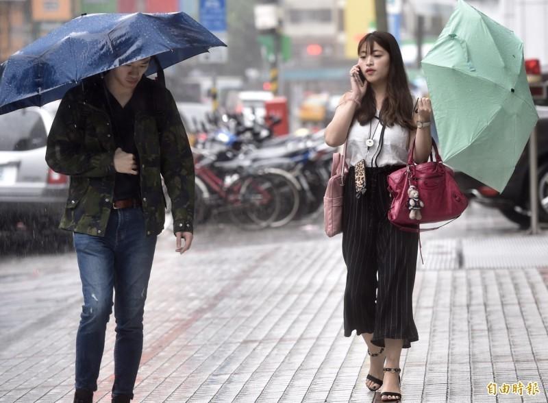 今日大台北及東半部地區降雨機率增加,將是局部短暫陣雨的天氣,其他地區則是多雲到晴。(資料照)
