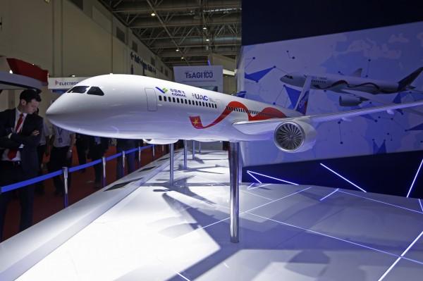 中國珠海航空展CR929客機被爆抄襲,原設計公司總工程師兼總經理大嘆,對中國提告沒有用。(美聯社)
