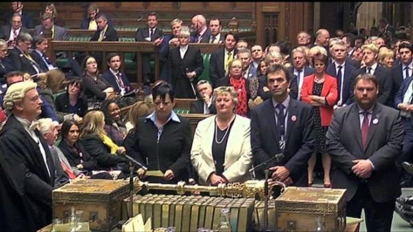 英國國會的下議院通過表決,預計將於2017年3月底前啟動脫歐程序,政府公佈的詳細計畫,需事先經過國會審查。(圖擷取自BBC)