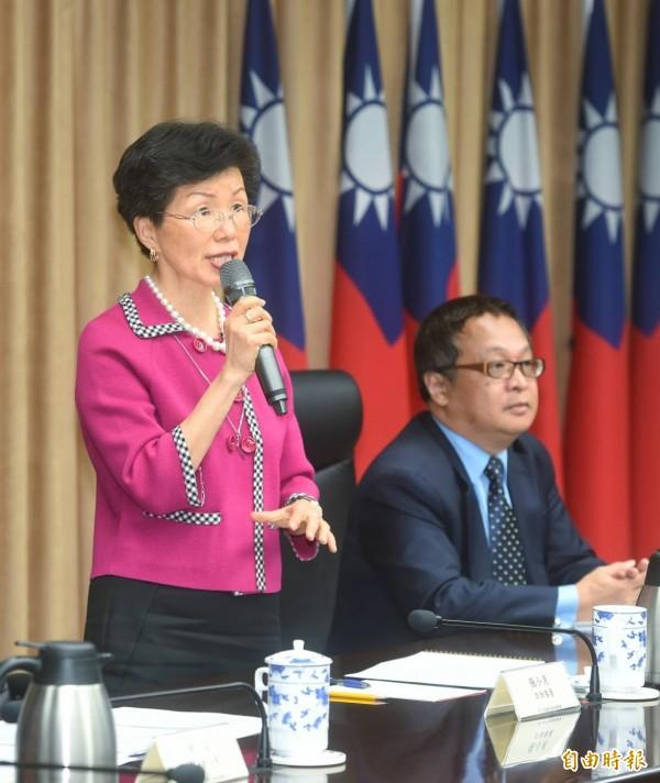 陸委會今首度針對李明哲案召開國際記者會說明。圖左為陸委會主委張小月。(記者方賓照攝)