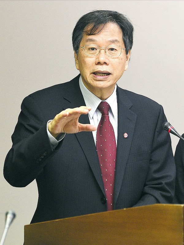 Minister of Health and Welfare Chiang Been-huang yesterday said that Taiwan is within its rights to tighten regulations on imported Japanese foodstuffs. Photo: Taipei Times