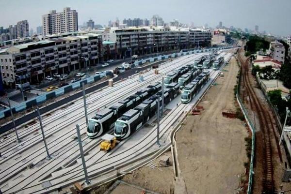 輕軌小綠綠全家福。(圖擷取自臉書JR Chen's Transportation World)