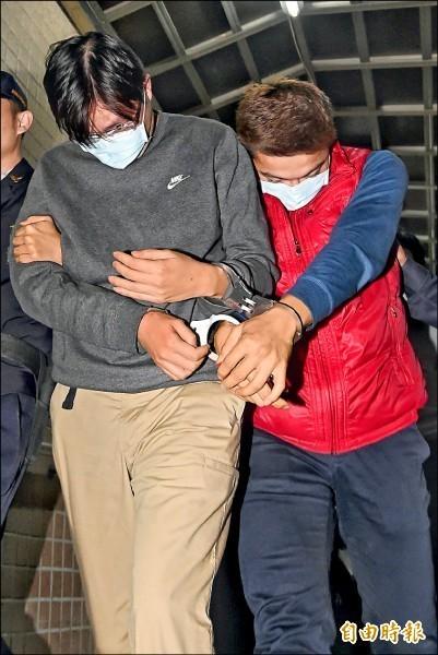 冠脂妥偽藥案主嫌潘立武(左)及另一名嫌犯潘駿達。(資料照)