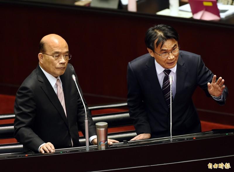 農委會主委陳吉仲(右)。(記者方賓照攝)