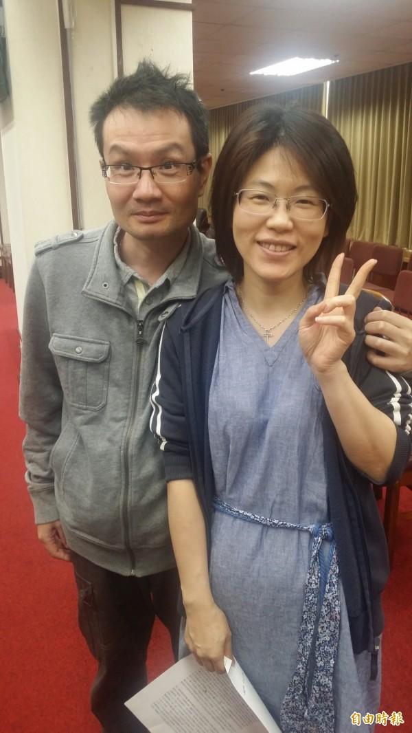 醫師蔡伯羌與妻子李其芳合照。(記者林惠琴翻攝)