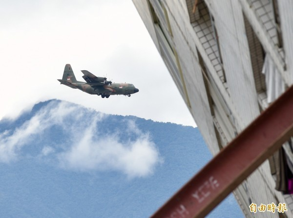 新加坡空軍C-130運輸機昨日滿載救援物資抵達花蓮災區,蔡英文總統也在昨日致函新加坡總理李顯龍,代表我國國民向李顯龍以及新加坡人民表示感謝。(資料照)