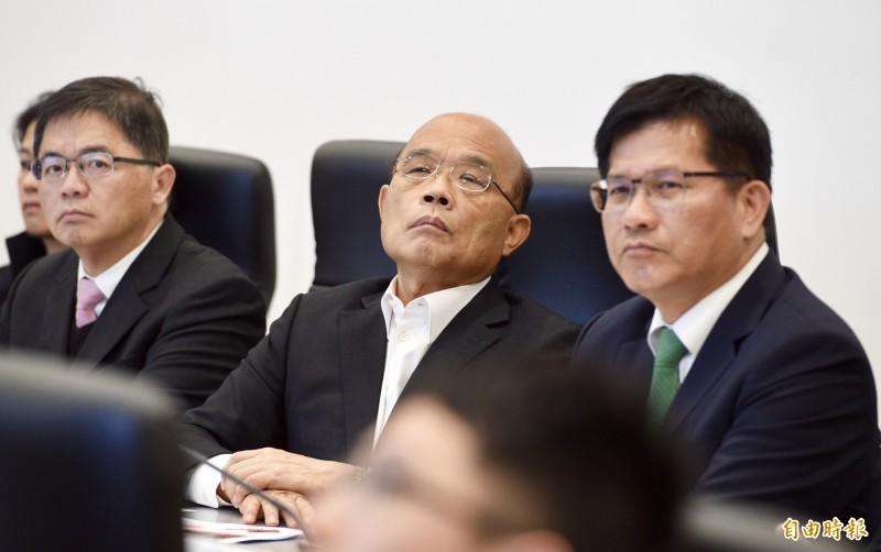 武漢肺炎台灣已有確認病例,防疫已是刻不容緩,交通部長林佳龍今晨在交通部內主持應變小組會議。(資料照)