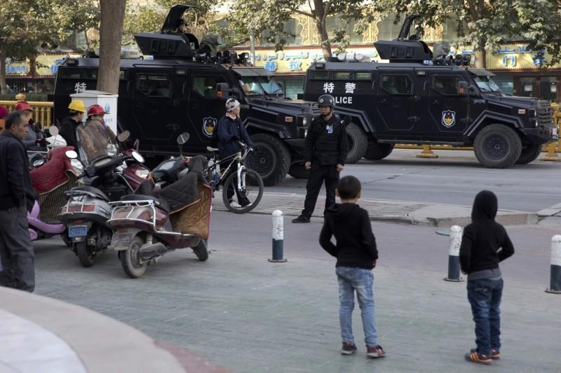 中國新疆喀什監控無所不在。(美聯社)
