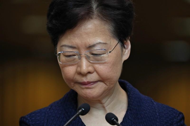 香港特首林鄭月娥宣布將構建對話平台,邀請「有心人」會面,今傳出將邀請全國政協常委唐英年、多間大學校長以及各界專業人士,人數10至20人,預計本週舉行。(美聯社)