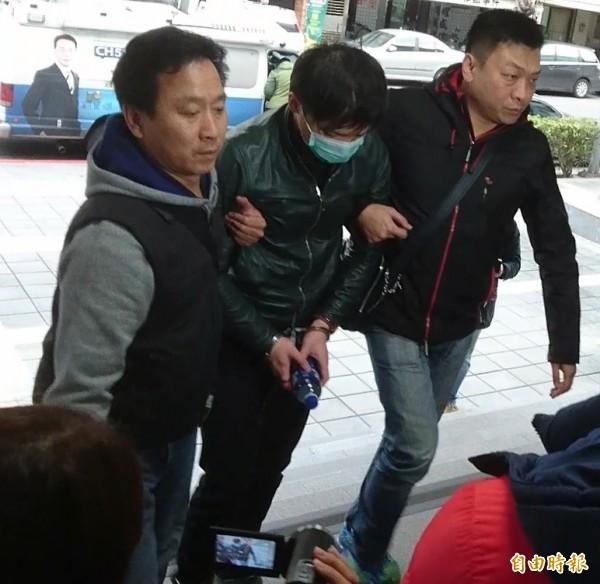 通緝犯程宇(中)涉嫌殺害22歲陳姓網拍女模。(資料照,記者黃捷攝)